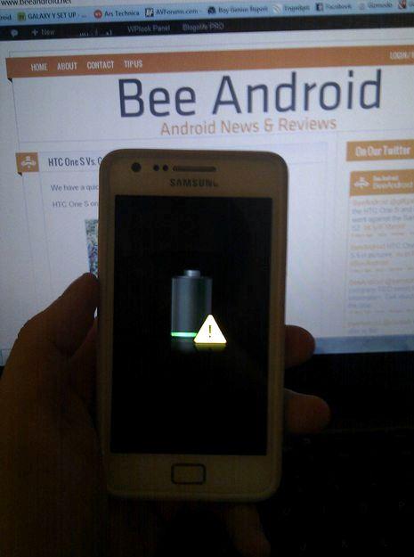Android keltainen kolmio, kun lataus