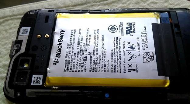 BlackBerry Bold 9900 stängs av när laddningen