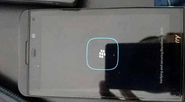 Blackberry fryser när lastning